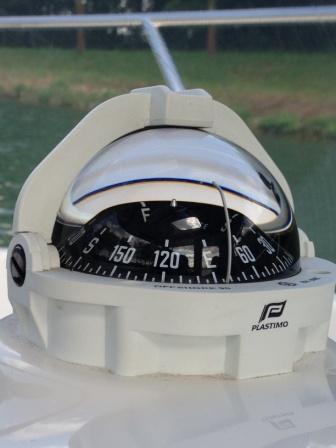 Ein Kompass für die Navigation um neben günstigen Preise auch die sichere Route zu finden