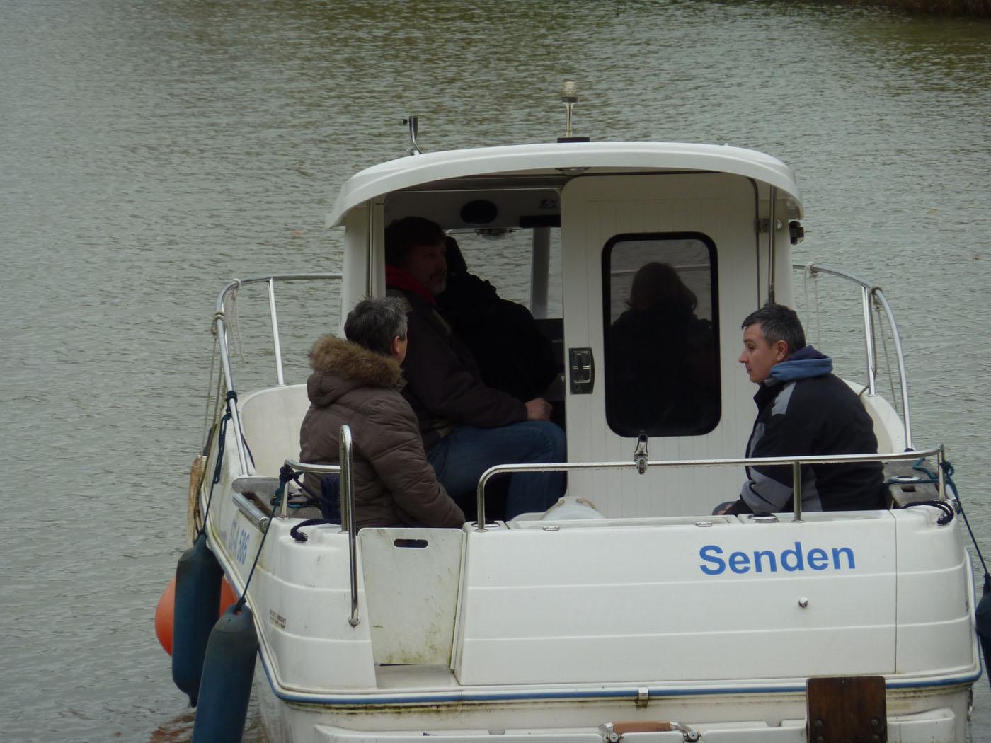 Zu Angeboten beim Sportbootführerschein in Osnabrück gehört die praktische Ausbildung